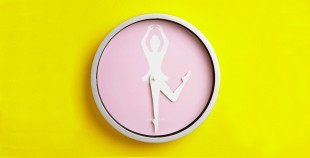 awesome-design-ideas-Wal-Clock-Ballerina-Deurloo-de-Bruijn-Kikkerland-1