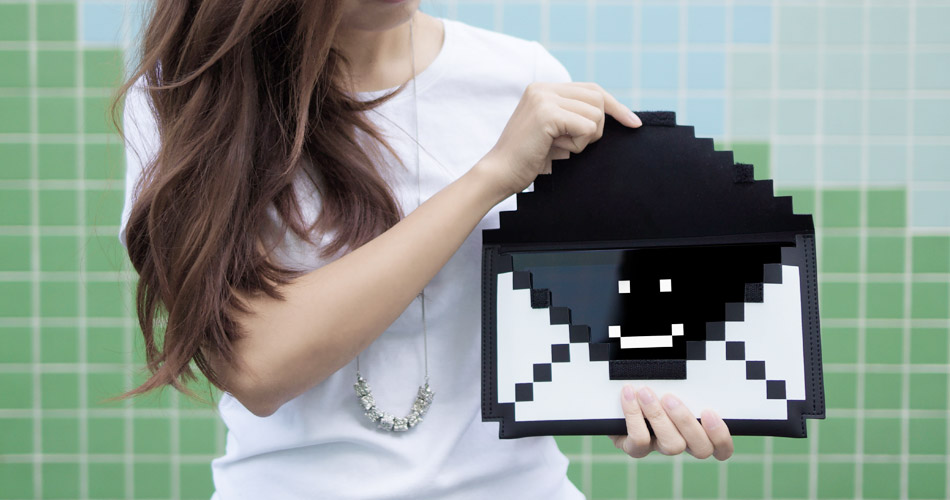 awesome-design-ideas-The-Big-Big-Pixel-Clutch-bag-2