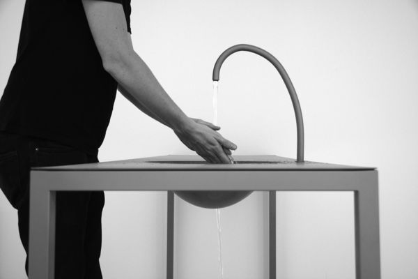 awesome-design-ideas-Watertable-Sink-Which-Changes-Volume-Sophie-Mensen-3