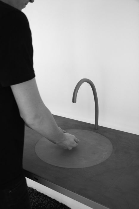 awesome-design-ideas-Watertable-Sink-Which-Changes-Volume-Sophie-Mensen-4