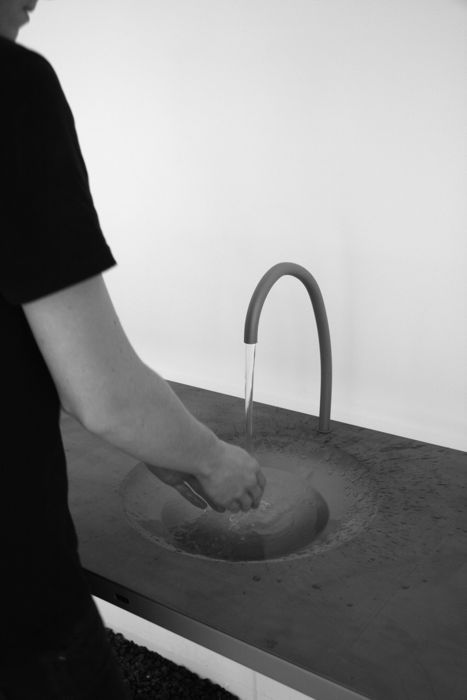awesome-design-ideas-Watertable-Sink-Which-Changes-Volume-Sophie-Mensen-5