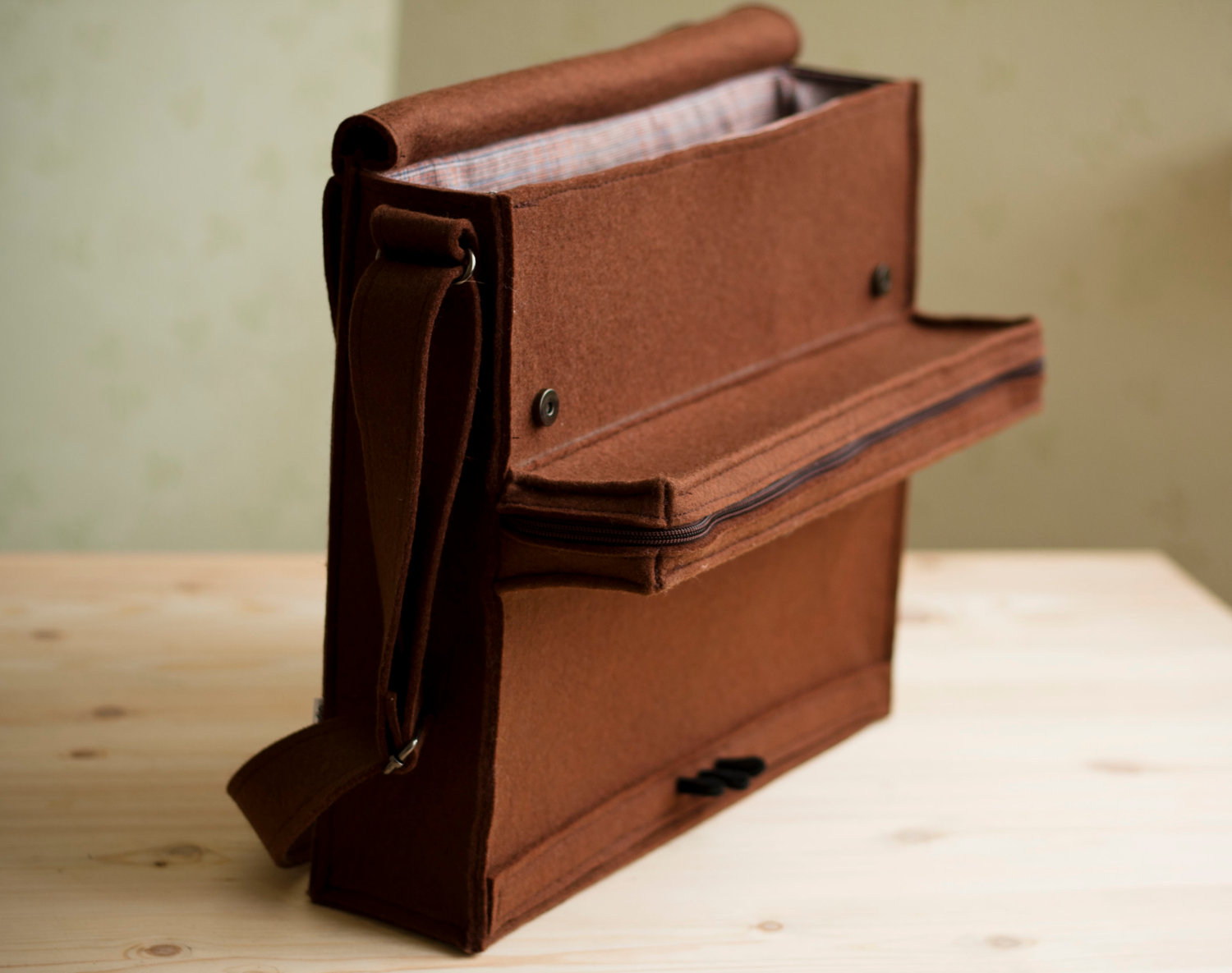 awesome-design-ideas-Brown-Felt-Piano-Bag-Krukru-Studio-4