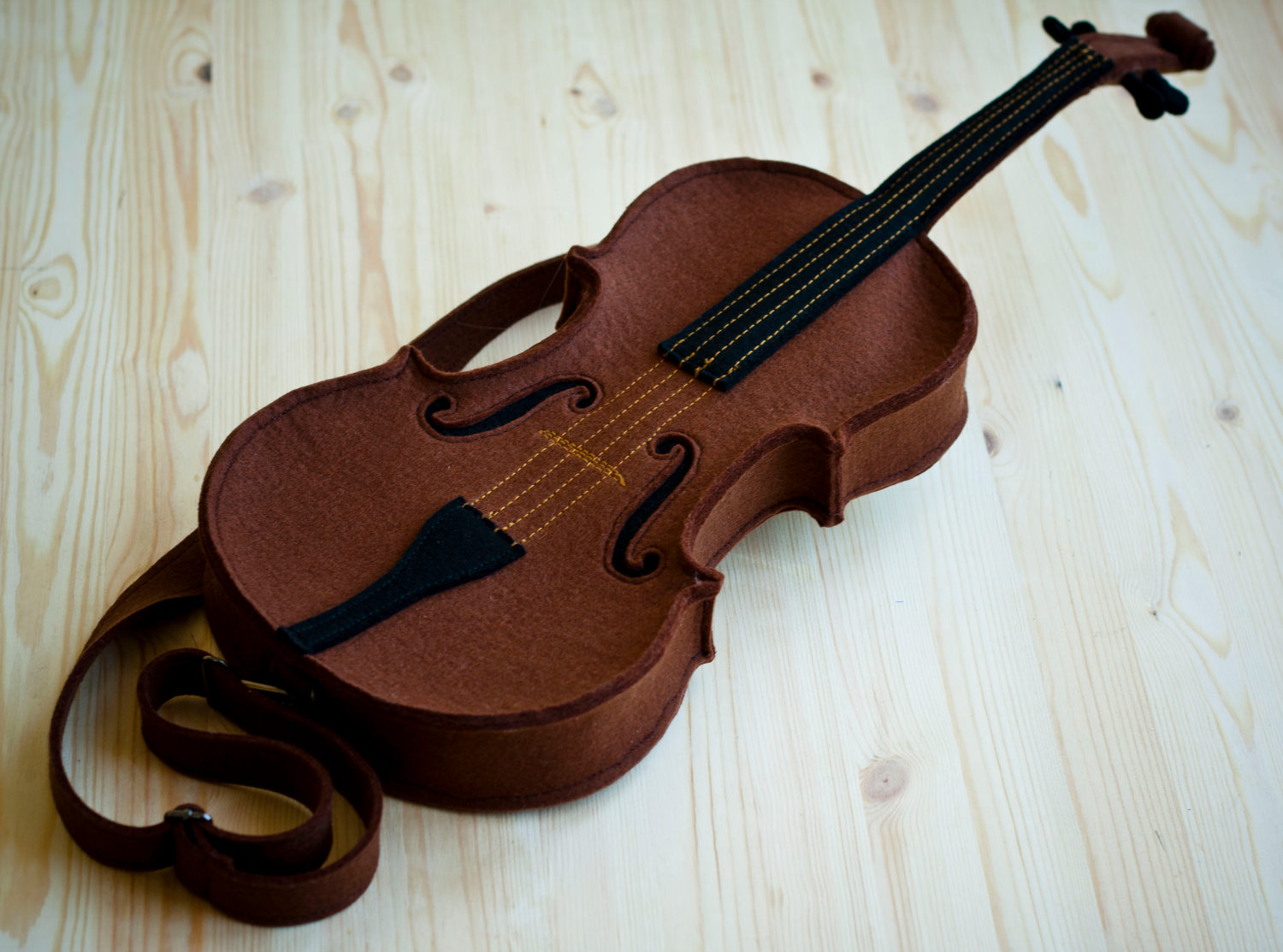 awesome-design-ideas-Brown-Felt-Violin-Bag-Krukru-Studio-3