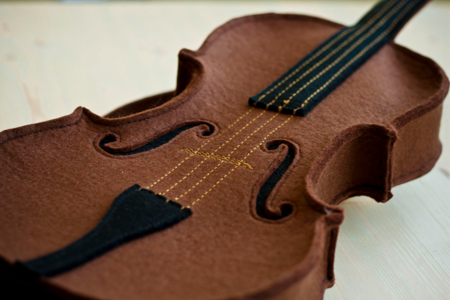 awesome-design-ideas-Brown-Felt-Violin-Bag-Krukru-Studio-5