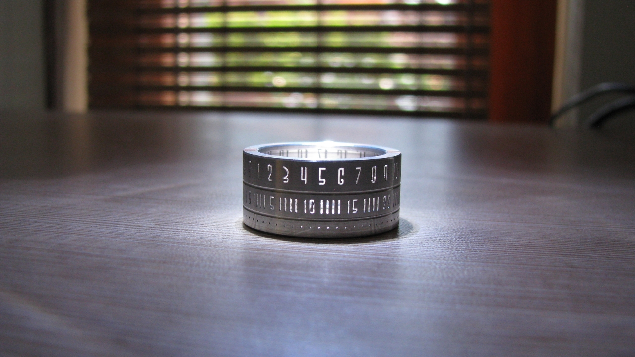 awesome-design-ideas-Ring-Clock-Szikszai-Gusztav-11