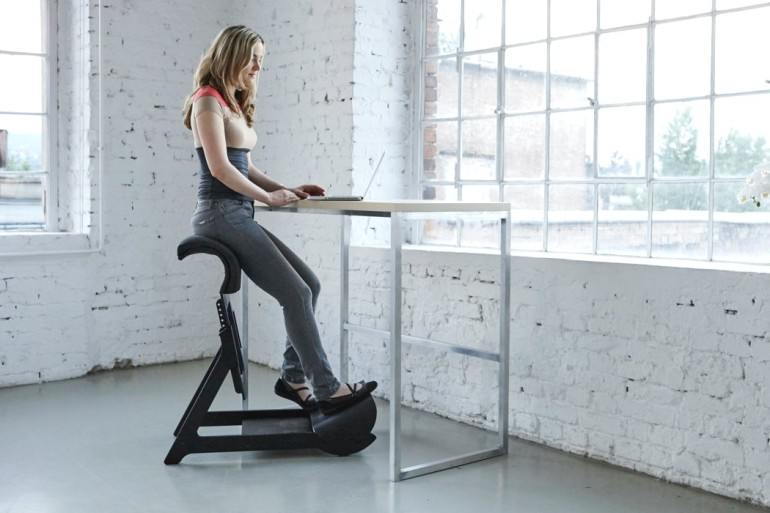 awesome_design_ideas_Standing_chair_Ariel_Levay_0